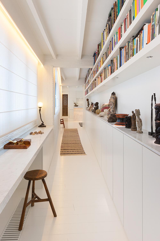 Loftstyle bookshelf corridor